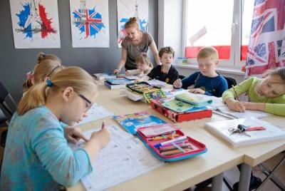 Uczniowie centrum języków obcych Convers