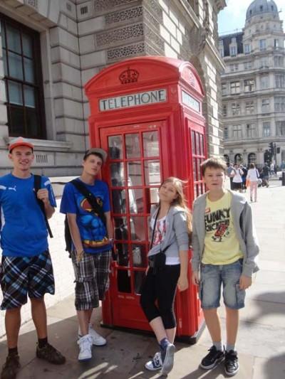 Obóz językowy w Londynie - Budka telefoniczna - centrum języków obcych Convers